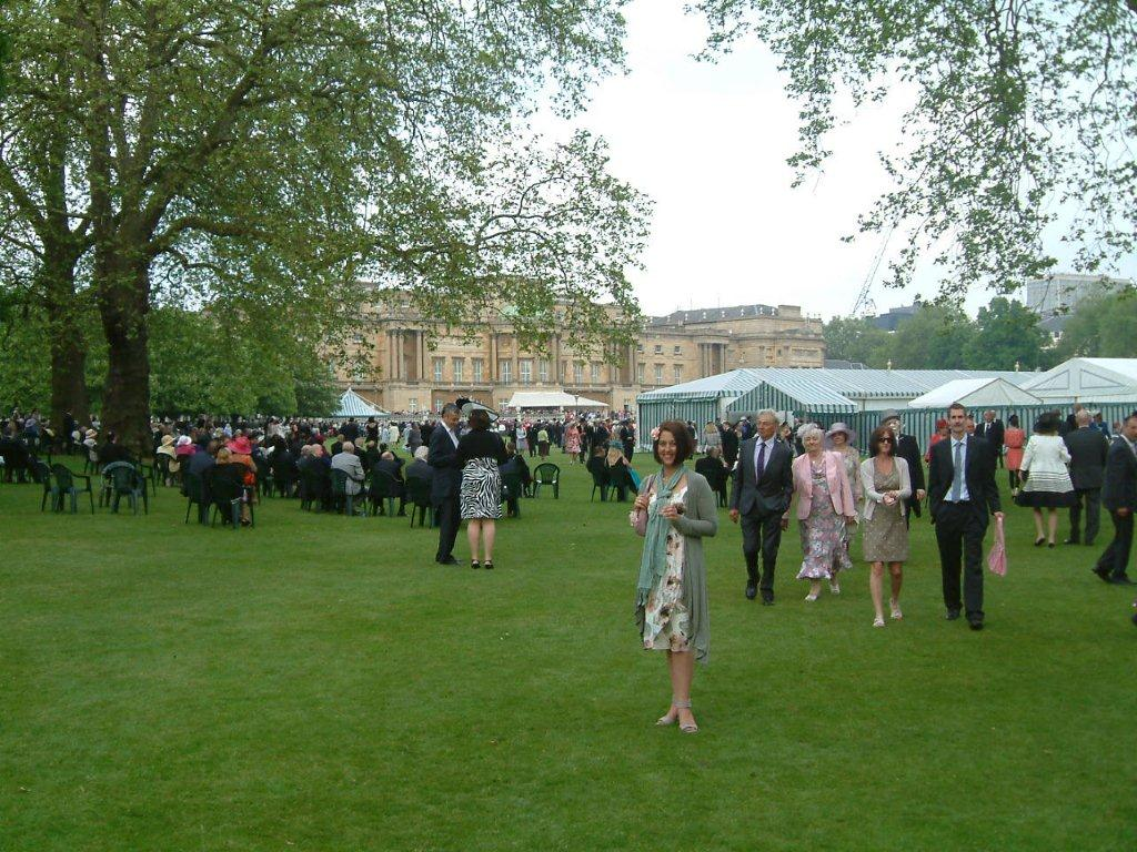 Nicole in the vast Buckingham Palace Gardens